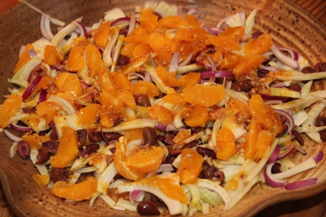 ORANGE, FENNEL, RED ONION AND BLACK OLIVE SALAD (2/4)